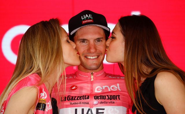 Po 12. etapi lanskoletne dirke po Italiji je jan Polanc oblekel rožnato majico vodilnega v skupnem seštevku.FOTO: AFP
