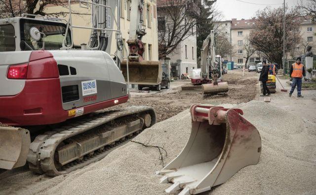 Drugi sveženj interventnih ukrepov za pomoč gospodarstvu in prebivalcem naj bi bil nared pred koncem aprila.Foto Uroš Hočevar