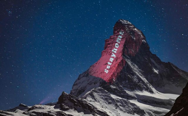 Poziv #ostanidoma sveti tudi s simbolne gore v Švici. FOTO: AFP