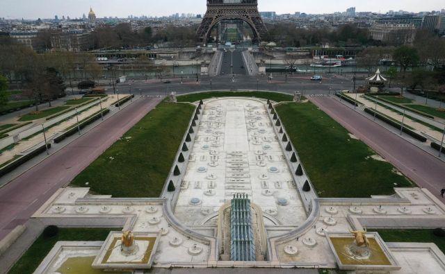 V Parizu v teh dneh prevladuje filmski občutek – kot da si igralec v filmu in so za snemanje scene izpraznili mesto. FOTO: Reuters<br />
