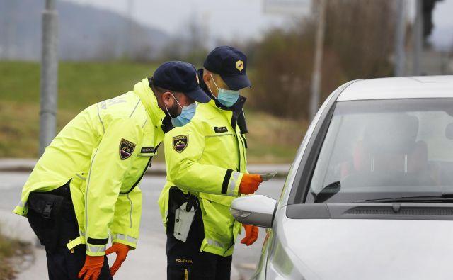Če voznik v času okrnjenega dela sodišč ostane brez vozniškega dovoljenja, bo preteklo kar nekaj vode, da ga dobi nazaj. FOTO: Leon Vidic/Delo