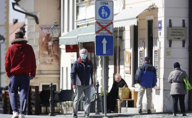 Že pred izbruhom epidemije koronavirusa je bilo v naši državi zelo malo skrbi za starejše, zdaj pa je še slabše, opozarja sindikat upokojencev.<br /> Foto Leon Vidic