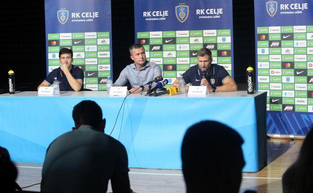 Direktor Rok Plankelj (v sredini), kapetan David Razgor (levo) in trener Tomaž Ocvirk so si drugače zamišljali zaključek sezone. FOTO: Mavric Pivk