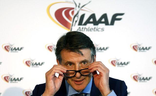 Sebastian Coe na svetovno dogajanje v atletiki gleda skozi svoja očala. FOTO: Reuters