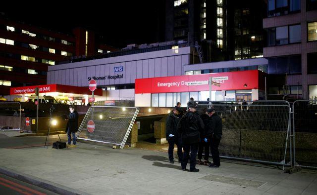 Johnsona so v bolnišnico St. Thomas' Hospital v Londonu– uradno zaradi preventivnih oziroma rutinskih preiskav– sprejeli v nedeljo. FOTO: Henry Nicholls/Reuters