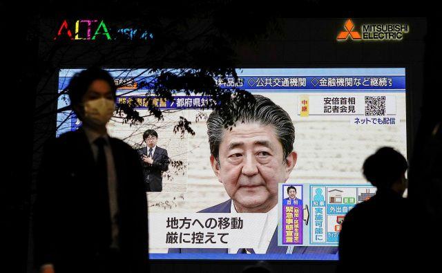 Japonski premier Šinzo Abe je nedavno sporočil odločitev o preložitvi olimpijskih iger na leto 2021.FOTO: Reuters