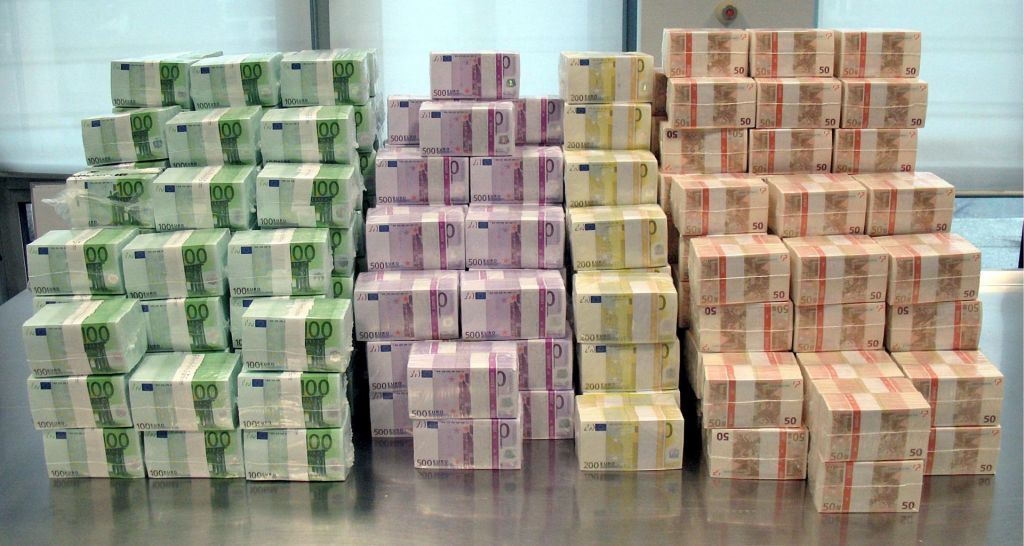 Letos že skoraj pet milijard evrov zadolžitve
