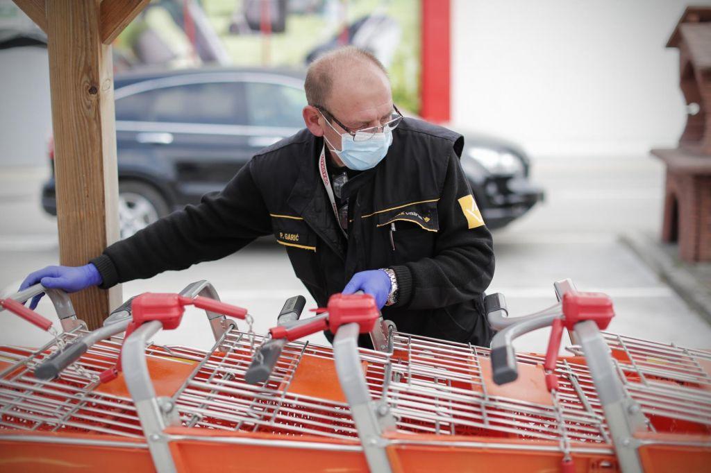 FOTO:V ponedeljek 35 novih okužb in šest novih smrti