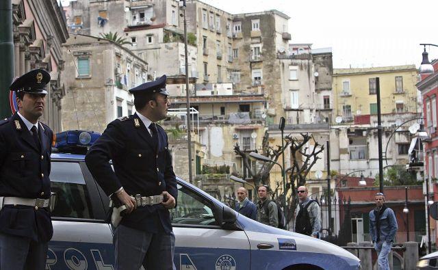 Obstajatadva Neaplja, prikazuje Elena Ferrante v novem romanu <em>Lažnivo življenje odraslih</em>, bogati in revni.Foto Reuters