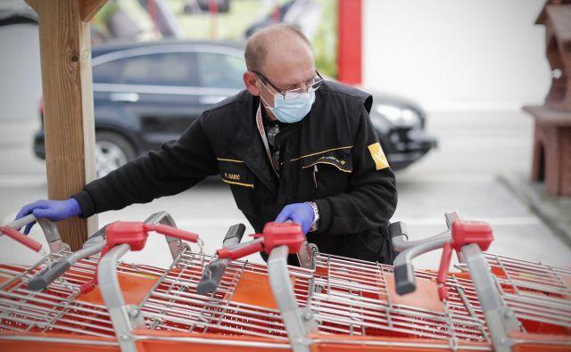 Korona virus je do konca razburkal tudi slovensko trgovino. FOTO Uroš Hočevar/Delo
