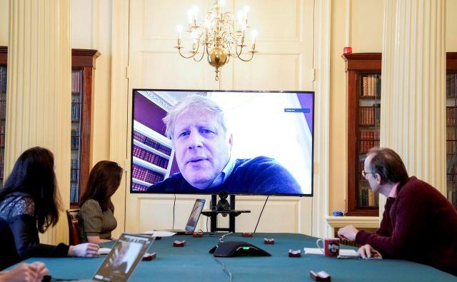 Pojasnila, ki jih novinarji dobivajo, kažejo na zadrego izvršne oblasti, kar krepi občutek, da je Johnson z odhodom v bolnišnico pustil za seboj vakuum moči. Foto Via Reuters