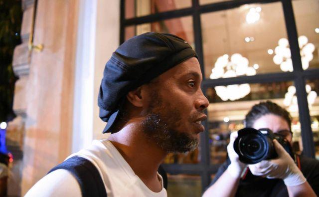 Ronaldinho gre v hišni pripor. FOTO: AFP