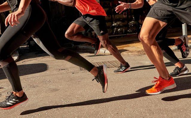 Najenostavnejši način, kako sami ugotovimo, kakšne oblike je naš stopalni lok, je odtis mokrega stopala na papir ali karton. FOTO: Arhiv proizvajalca