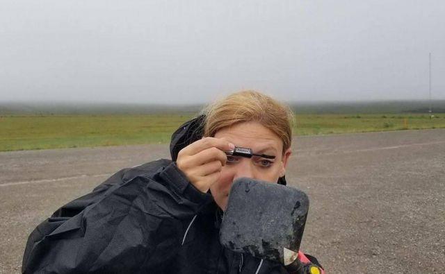 Stina Goršič je skupaj z možem Kylom Milnom na motorju prepotovala pol sveta,virus ju je ujel v Avstraliji, in pot nazaj se je izkazala za eno najtežjih v njunem popotniškem dnevnikuMoto Migrants.FOTO: Picasa