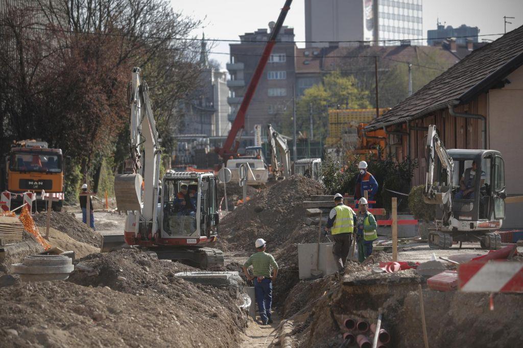 Mestnih gradbišč ne ustavi niti epidemija