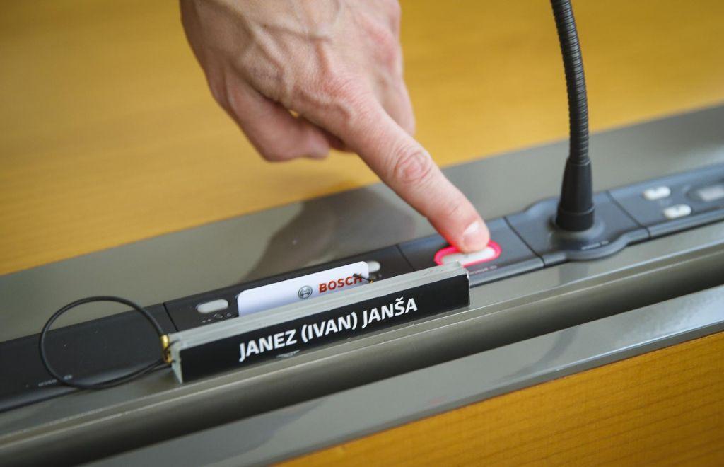 FOTO:Avtogol premiera Janeza Janše