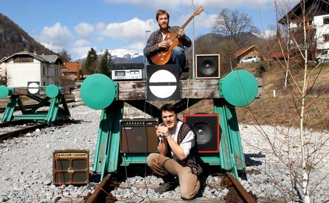 Samuel Blues in Miha Erič sta z bluesom napolnila <em>Transformator</em>. FOTO: založba Orbita