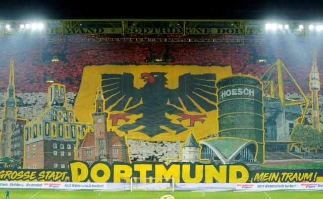 Vrnitev bundeslige čez mesec dni? To je načrt Nemcev, ki so obudili treninge klubov 1. in 2. lige. Prizori, kakršen je ta s štadiona Borussie Dortmund, resda ne pridejo v poštev. Na štadionih ne bo gledalcev, bundesliga bo domovala na TV zaslonih. FOTO: Reuters