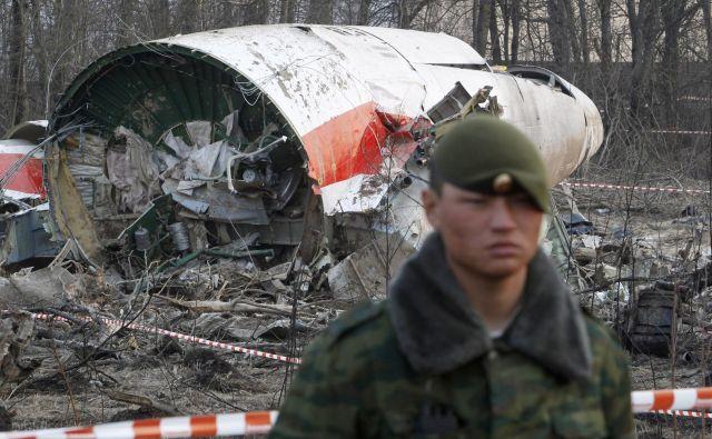 Pred desetimi leti je blizu Smolenska v strmoglavljenem poljskem vladnem letalu Tu-154 umrlo vseh 96 potnikov in članov posadke. FOTO: Reuters