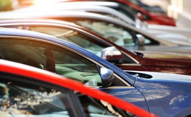 Avtomobilski trg v Sloveniji ima vedno svoje uspešnice, v zadnjem desetletju so v ospredju modeli koncernov Volkswagen in Renault. Foto Shutterstock