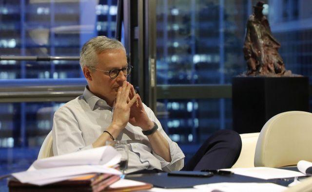 Francoski finančni minister Bruno Le Maire med pogajanji o evropskem svežnju za bitko s posledicami covid-19. FOTO: Ludovic Marin/AFP.