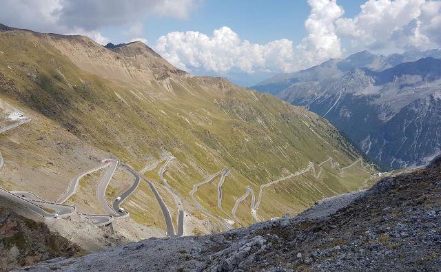 """Pogled na """"Doneganijevo mojstrovino"""" z vrha proti južnotirolski smeri. Foto Špela Javornik/Delo"""