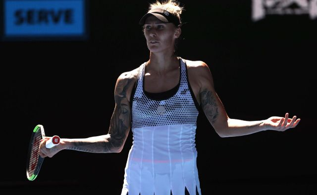 Letošnjo sezono je Polona Hercog začela uvrstitvijo v 2. kolo odprtega prvenstva Avstralije, in tudi z bolečinami v hrbtu. FOTO: Reuters