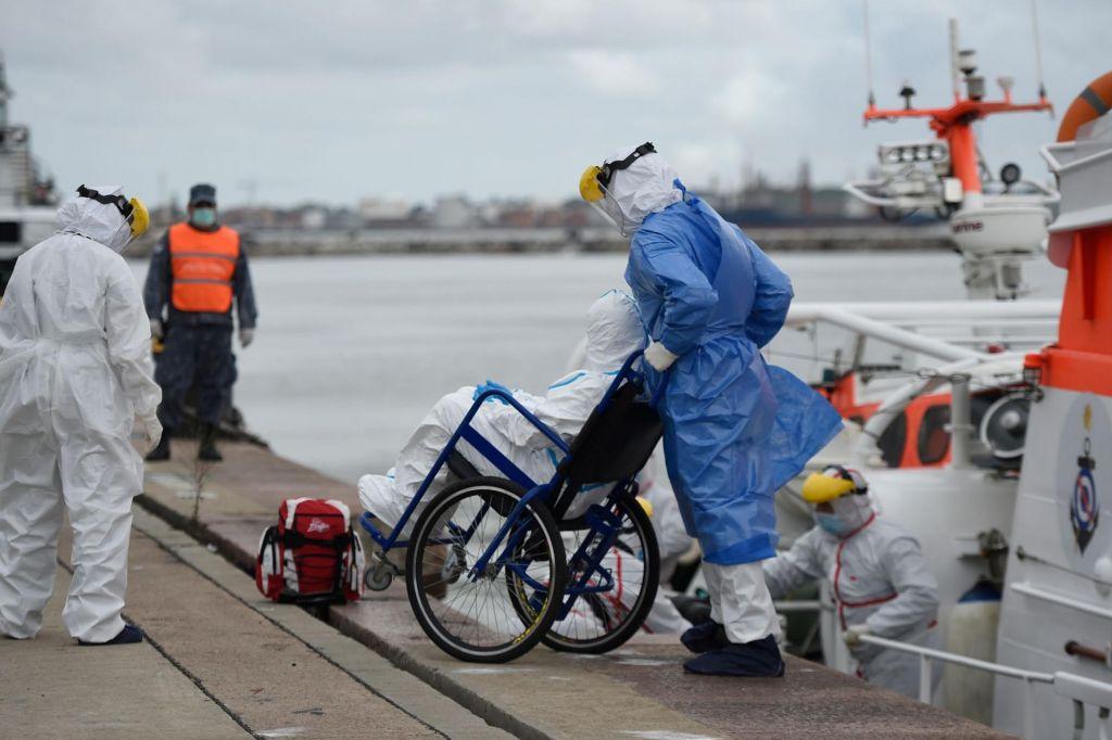 FOTO:Na ladjah še vedno ujetih 6000 ljudi