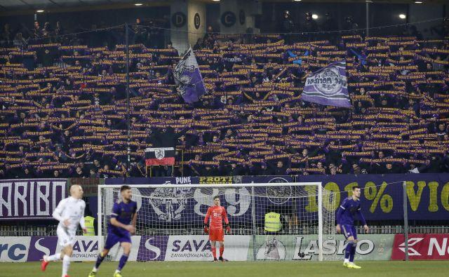 Nogometaši Maribora se že veselijo vnovičnega snidenja s svojimi navijači. FOTO Leon Vidic