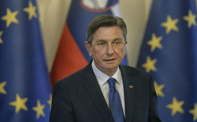 V osnovi Pahor meni, da Slovenija zelo spodbudno premaguje to krizo, in si želi, da bi tako nadaljevala tudi po velikonočnih praznikih. FOTO: Blaž Samec/Delo