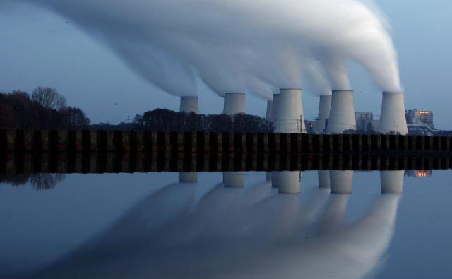 Termoelektrarna na lignit v bližini Cottbusa na vzhodu Nemčije. FOTO: Pawel Kopczynski/Reuters