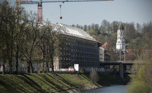 Obnovo Cukrarne sofinancira EU iz sredstev za revitalizacijo urbanih okolij. FOTO: Uroš Hočevar/Delo