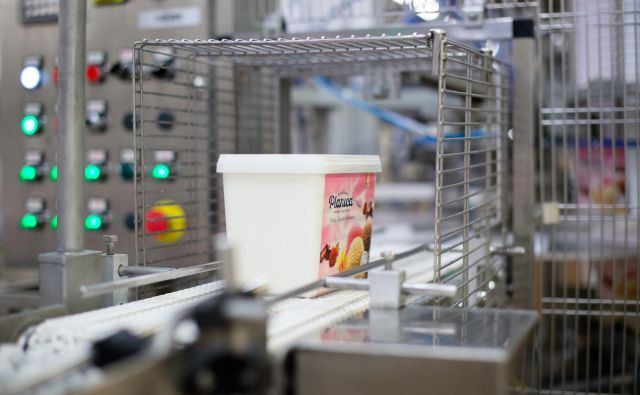 Ljubljanske mlekarne bodo kitajskega potrošnika razen z mlekom sedaj poskušale osvojiti še s sladoledi Planica. FOTO: Arhiv Ljubljanskih mlekarn
