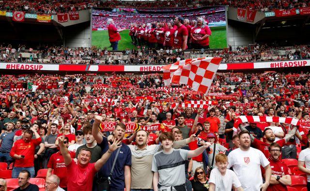 Štadion Wembley je pogosto prizorišče tekem za različne angleške (super)pokale, spoznali so ga tudi navijači Liverpoola, ki bodo praznovali tudi letos.FOTO: Reuters