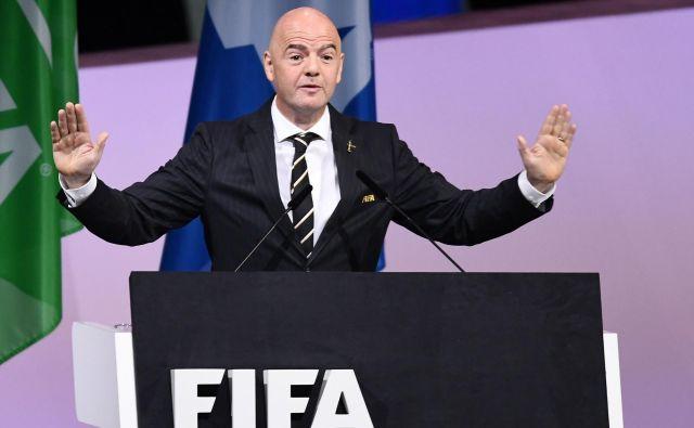 Fifa, ki jo vodi predsednik Gianni Infantino, išče nogometne rešitve za nastali položaj po izbruhu koronavirusa.FOTO: AFP