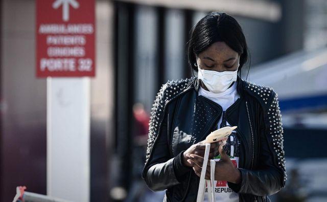 Podatki, ki jih zbirajo mobilni telefoni, bi bili v odgovornih rokah izjemno uporabni pri zajezitvi epidemij. FOTO: AFP