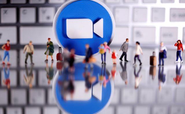 Priljubljenost aplikacije je dvignilo dejstvo, da deluje po tako imenovanem »freemium modelu«, kar pomeni, da je osnovna različica aplikacije brezplačna in omogoča izvedbo največ 40-minutnih videokonferenc z do sto udeleženci hkrati. FOTO: Reuters