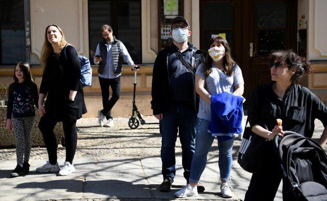Z inštituta za javno zdravje Robert Koch so danes sporočili, da se epidemija v Nemčiji umirja, da pa še ne morejo reči, da je pod nadzorom. FOTO: Reuters