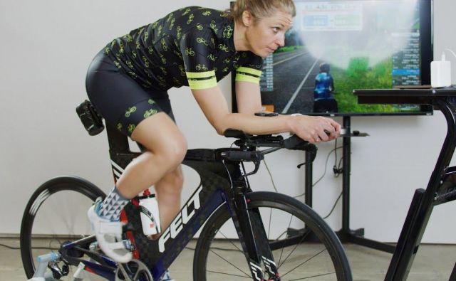 Na trenažerju pazite na držo telesa, zdaj je prava priložnost, da si točno nastavite kolo, odpravite morebitne težave s sedežem, dolžino toporišča, širino krmila. Foto: Shutterstock