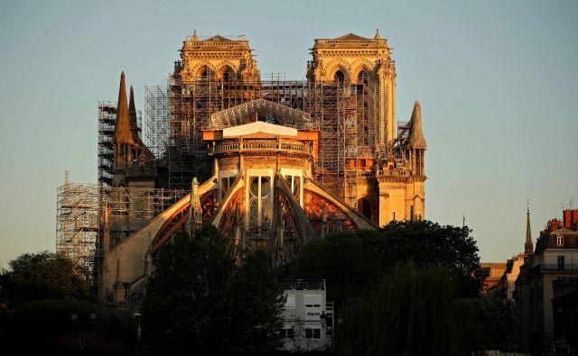 »Cerkev še ni rešena, resda je pod nadzorom in smo optimistični, vendar moramo biti previdni«, je pozimi povedal Jean-Louis Georgelin, vodja obnove notredamske katedrale.<br /> Foto AFP