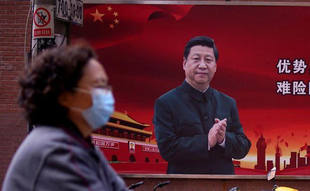 Partijsko vodstvo bi očitno rado preprečilo možnost, da bi iz domačih laboratorijev prišle informacije, ki bi potrdile očitke o kitajskih napakah pri spoprijemanju z virusom. FOTO: Reuters