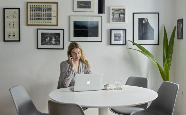 Za večino zaposlenih je še vedno samoumevno, da vsak dan odhajajo na delovno mesto, kljub dejstvu, da že desetletja živimo v obdobju, ko tehnologija, predvsem prek naprednih informacijskih sistemov omogoča opravljanje dela brez fizične prisotnosti. FOTO: Voranc Vogel/Delo