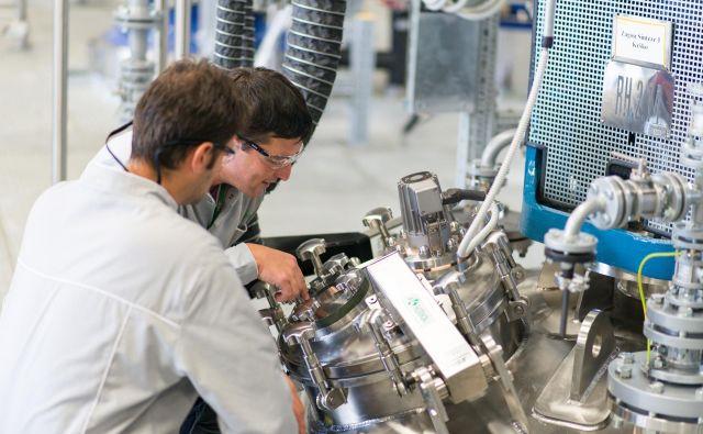 Novomeška farmacetvska tovarna svoje proizvodnje v koronakrizi ni ustavila. FOTO: Krka