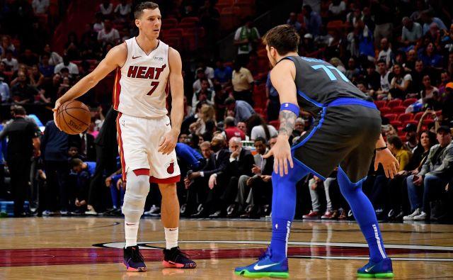 Goran Dragić (z žogo) in Luka Dončić (desno) še vedno lahko le ugibata, kdaj se bosta vrnila pod obroče. FOTO: USA Today Sports