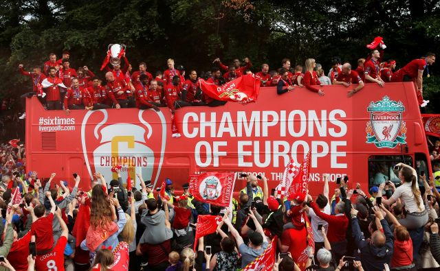 Naslov zmagovalcev v ligi prvakov branijo nogometaši Liverpoola. FOTO: Reuters