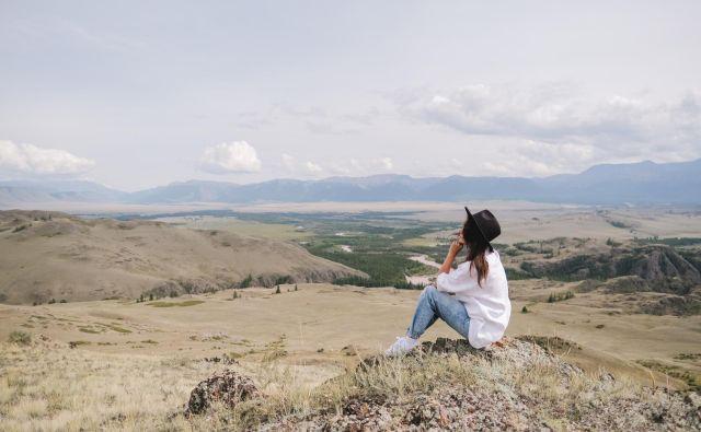 V izolacijI in socialni oddaljenosti so v ozadju neprijetna čustva, občutek dolgočasja, osamljenosti, tesnobe. FOTO: Shutterstock