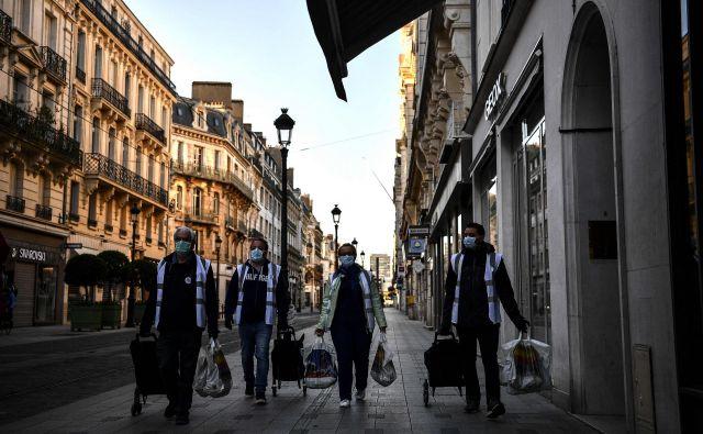 Francozi bodo strogo doma vsaj še do 11. maja. Foto: AFP