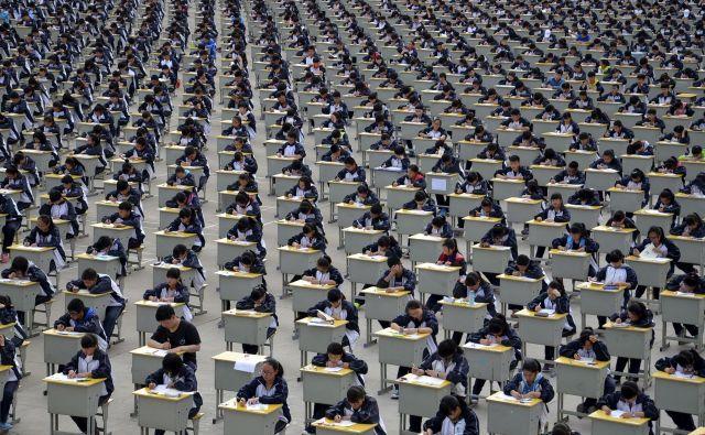Po koncu epidemije se bo več kot 10 milijonov kitajskih maturantov zbralo na sprejemnem izpitu za vpis na visoke šole, ki ga skrajšano imenujejo <em>gaokao</em>. FOTO: Reuters