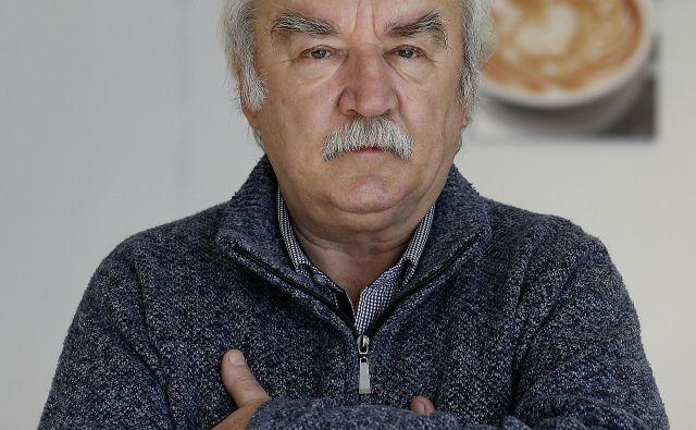 Niko Mihelič že pet desetletij spremlja in komentira bencinske športe. FOTO: Blaž Samec
