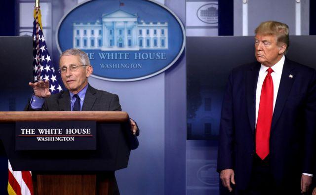 Vrhunski ameriški specialist za zdravje in nalezljive bolezni Anthony Fauci in ameriški predsednik Donald Trump. FOTO: Reuters